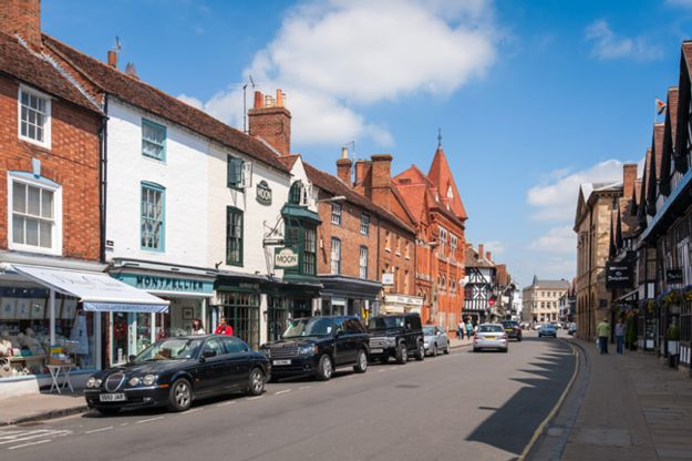 driving-in-the-cotswolds-stratford-street